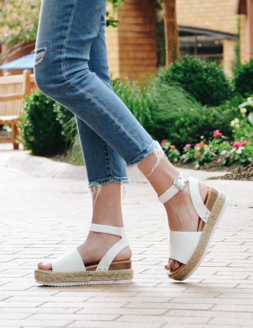 elle bleu - model close up of the white aphrodite platform sandal on feet