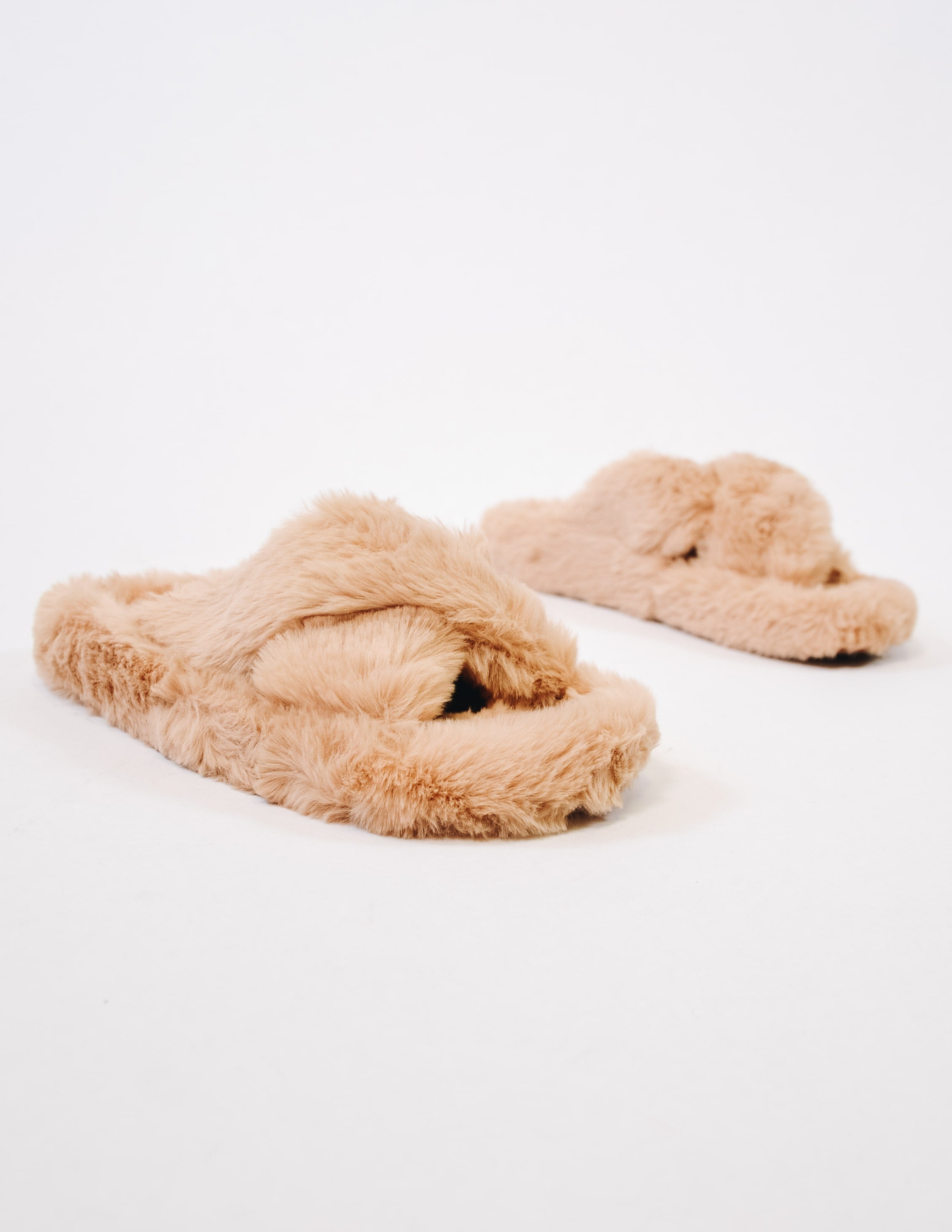 Closeup of the faux fur detail on the natural comfy fur days slipper
