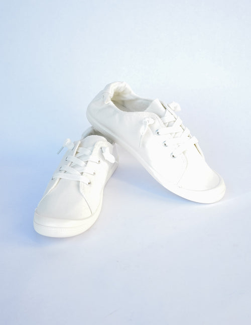 Casual vibes sneaker on white background - elle bleu