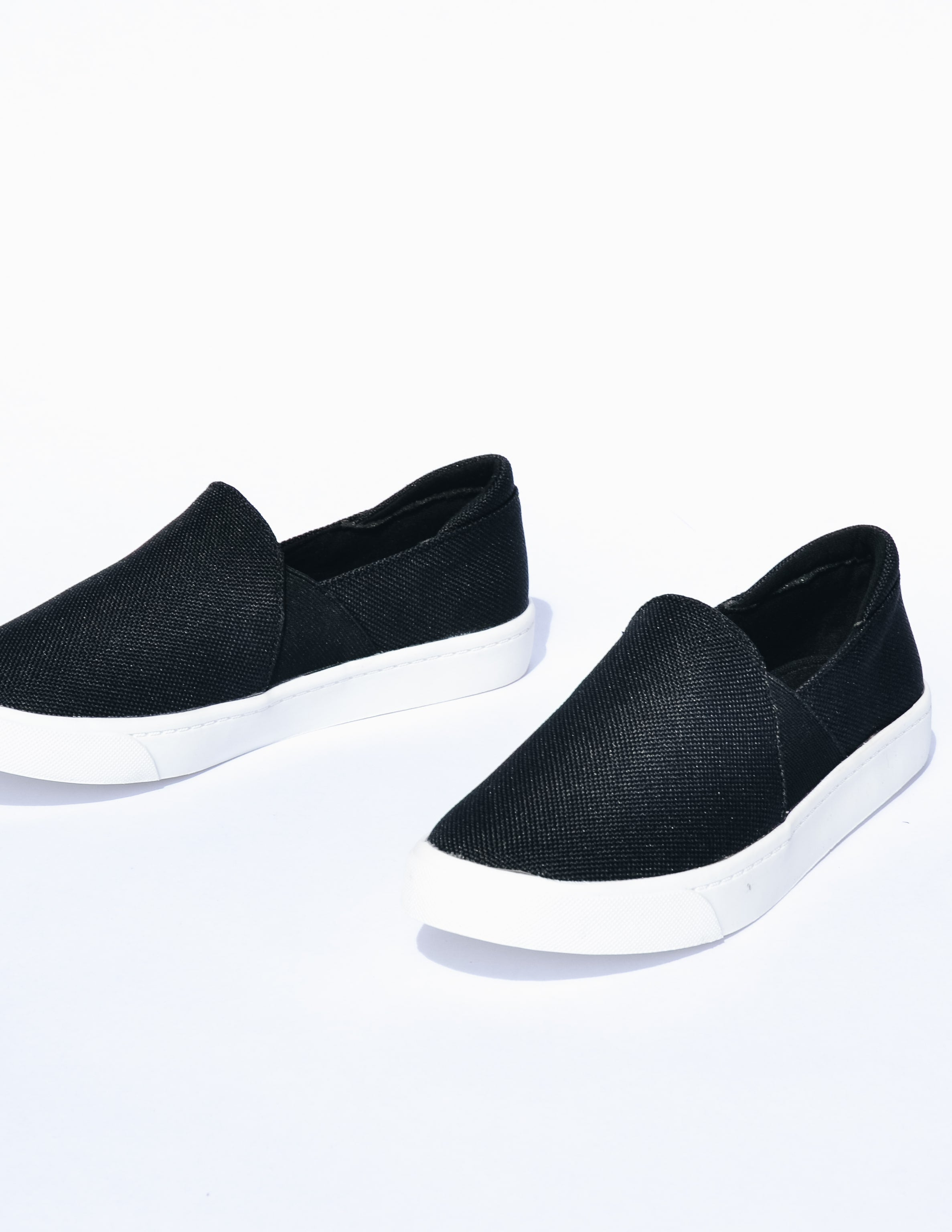 Black weekend wanderer sneaker on white background - elle bleu shoes