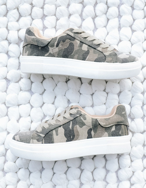Camo a lot of sole sneaker with thick white sole and green laces