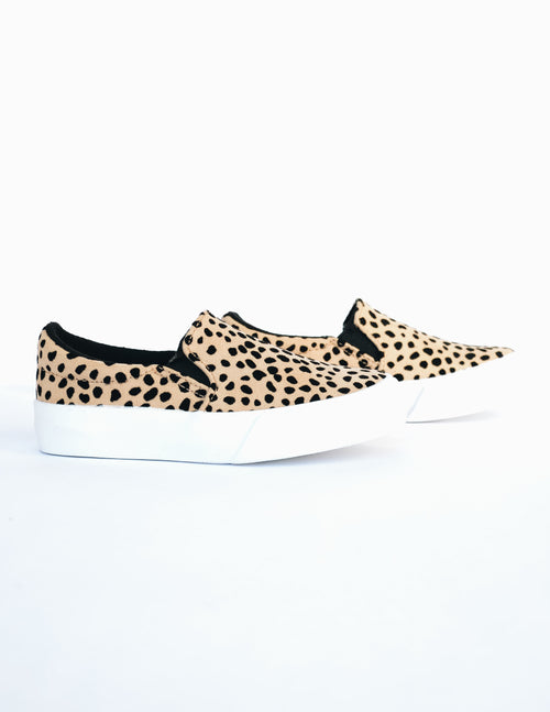Side view of the cheetah print kid girl sneaker on white background