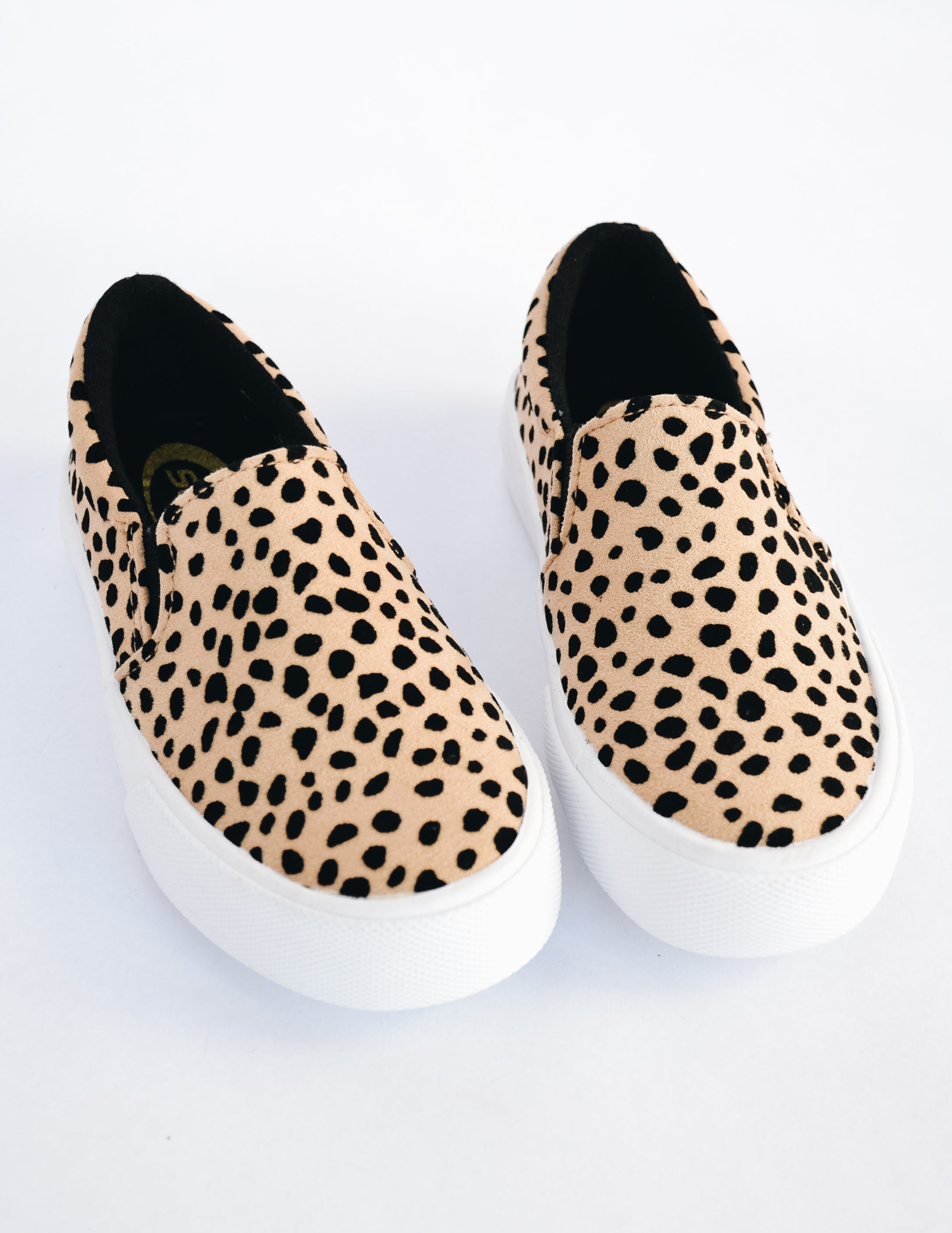 Close up showing cheetah print on the kid girl sneaker - elle bleu shoes