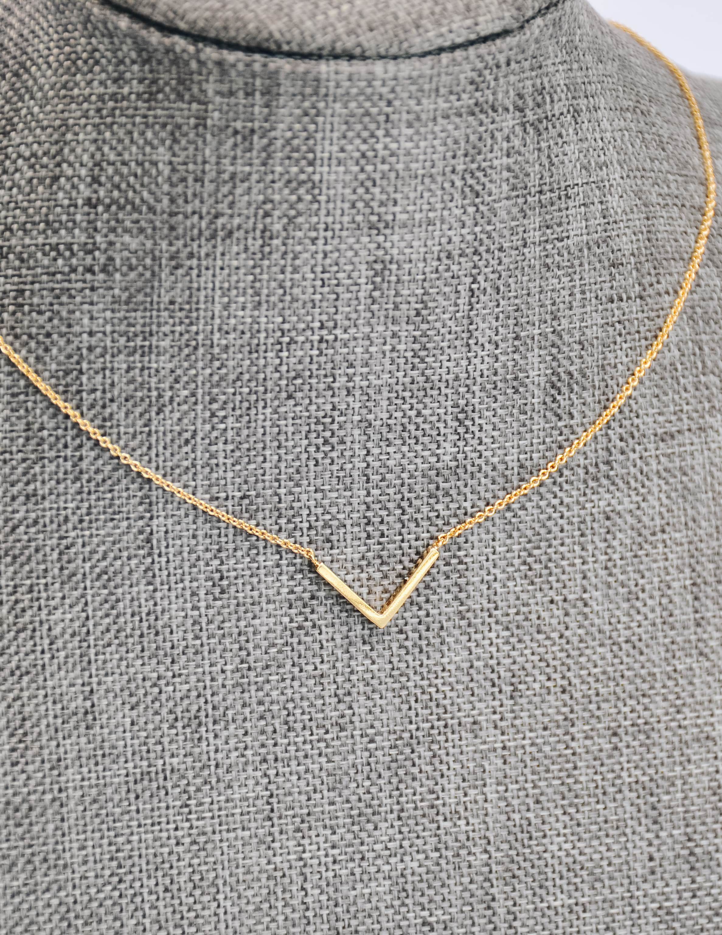 Gold chevron necklace with thin chain - elle bleu