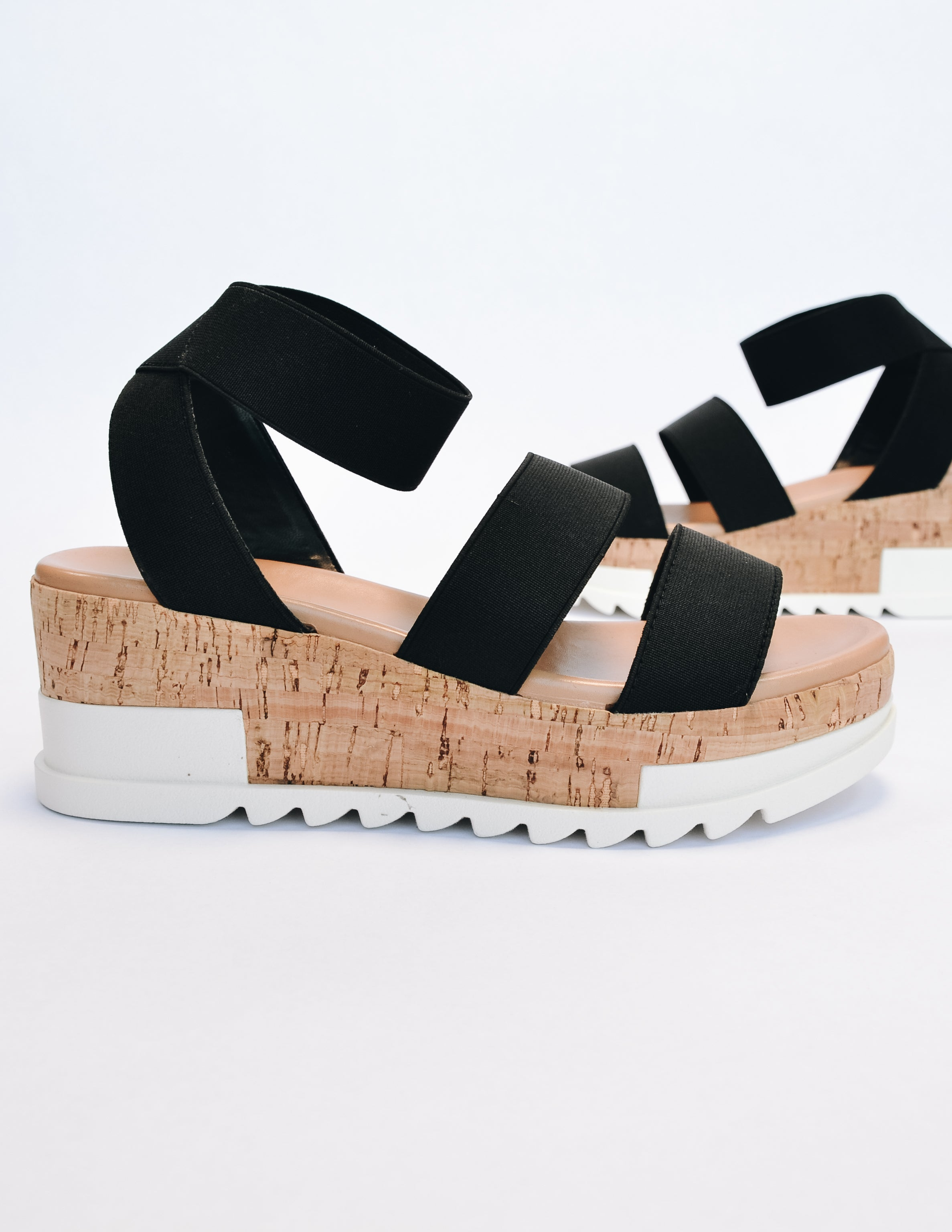 Black elastic platform sandal on white background - elle bleu