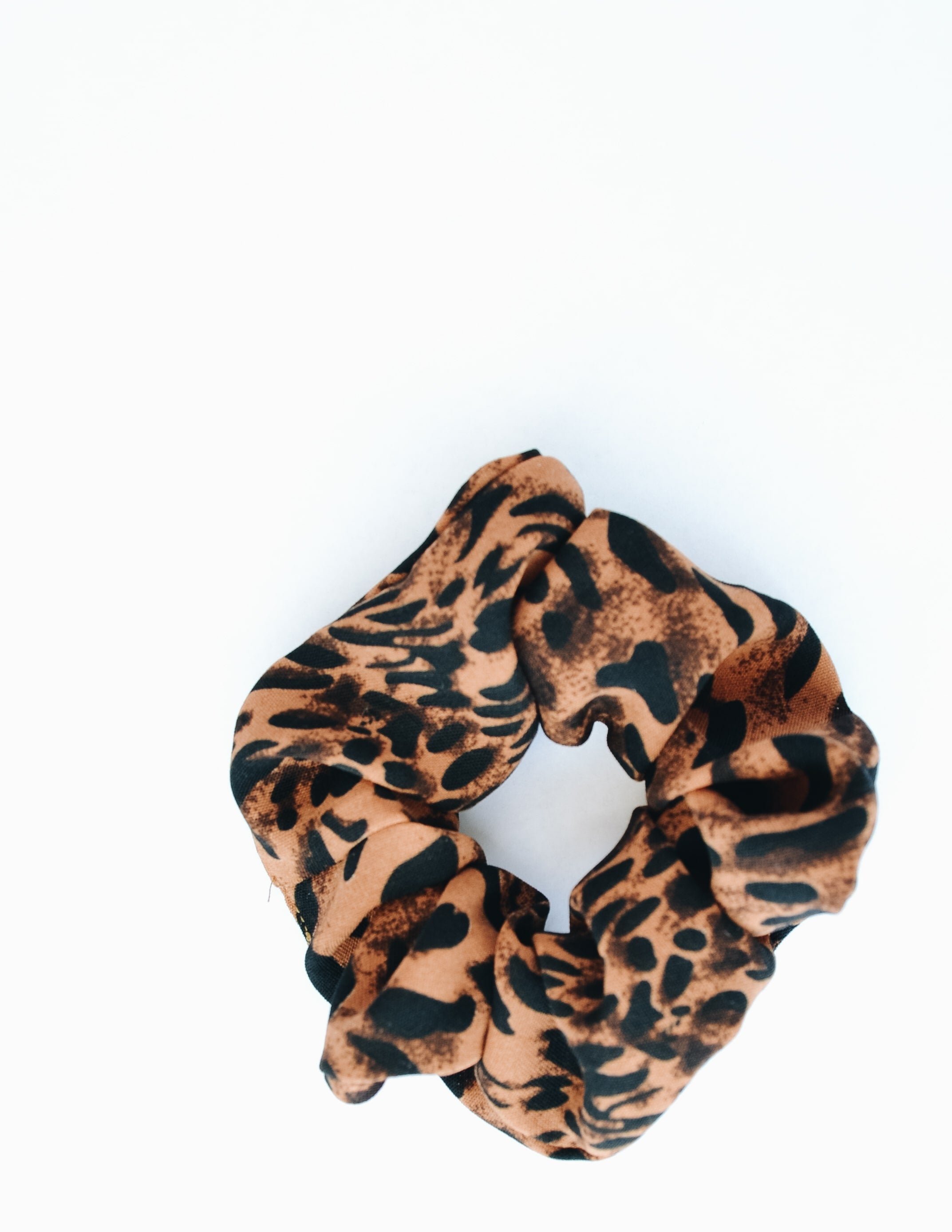 Dark colored cheetah print on white background - elle bleu