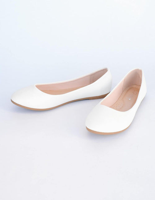 White vegan pebble leather flat with round toe and light tan insole