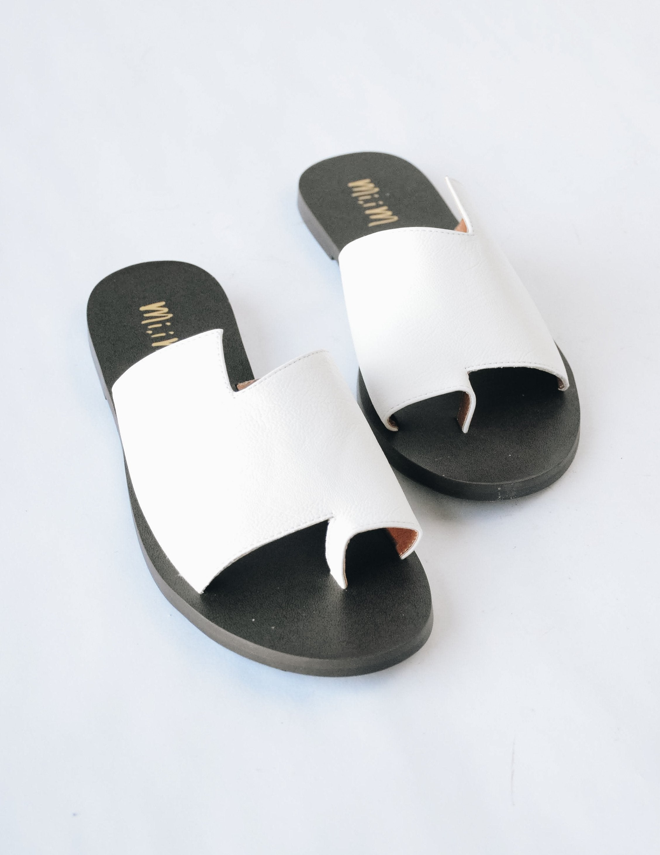 Front view of the white addison slide sandal showing big toe separator