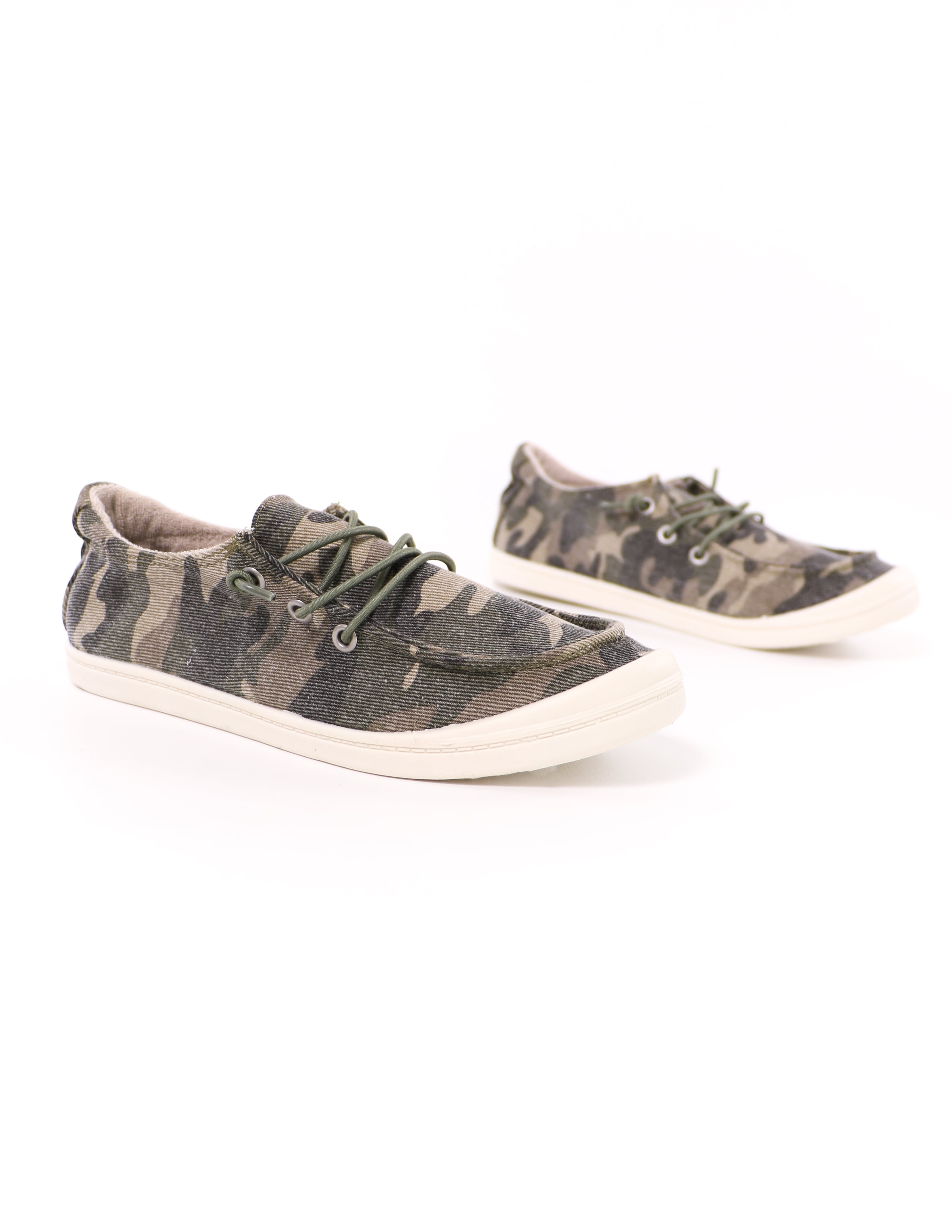close up of the camo thinkin' boat you sneaker with white rubber sole - elle bleu shoes