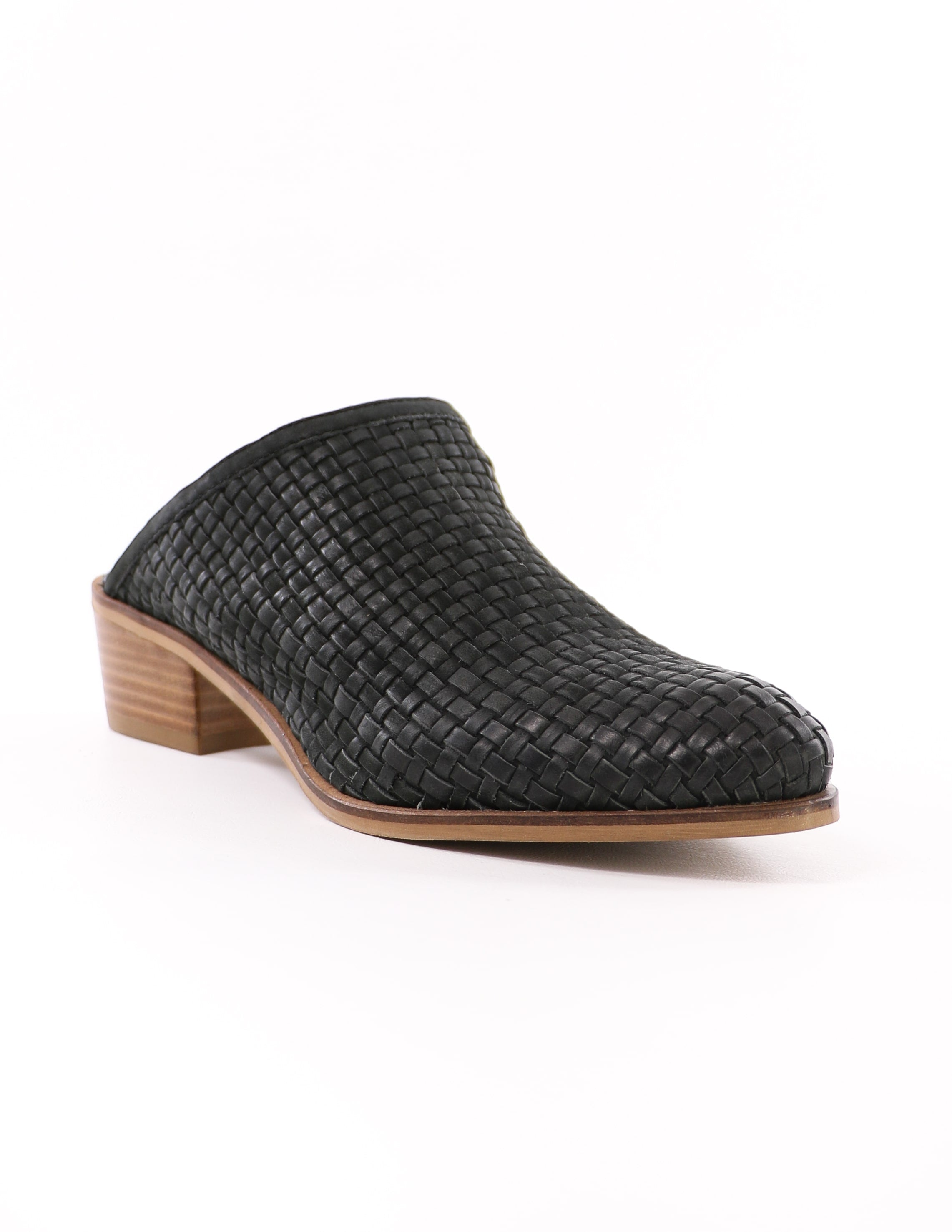 front of the almond toe slip on volatile the woven one black lacienega mule - elle bleu shoes