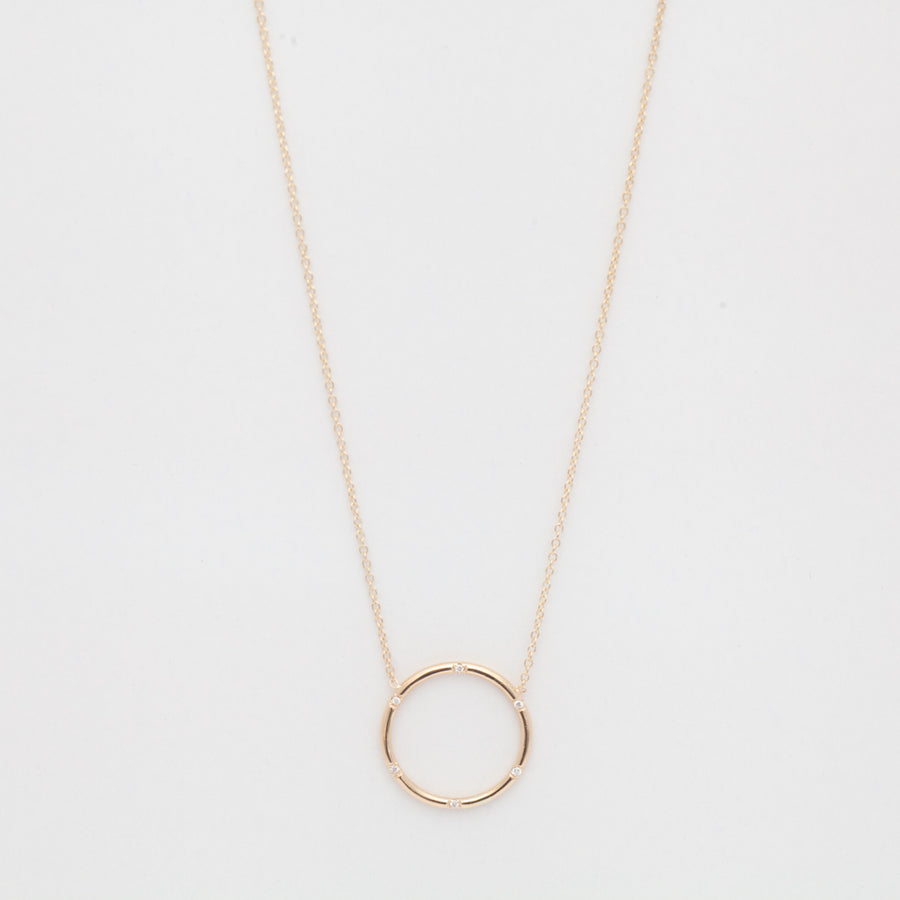 Circle Scattered Diamond Necklace
