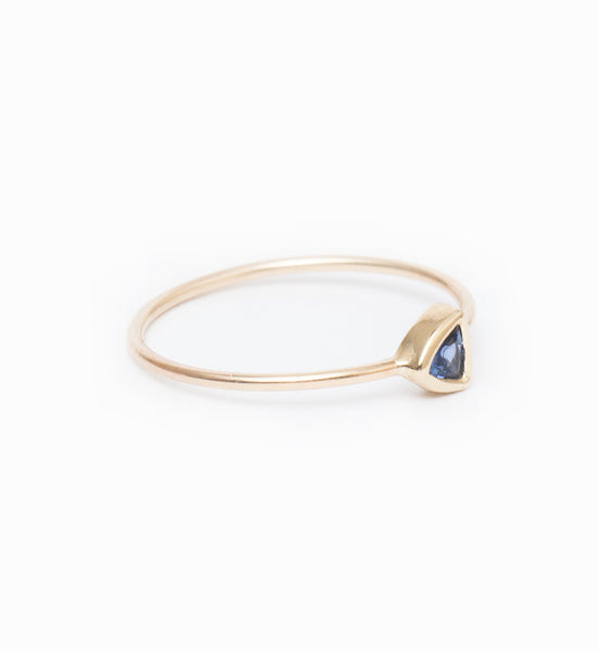 Blue Sapphire Trillion Ring: Angle