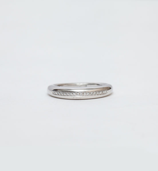 Single Line Pavé Rising Tusk Ring