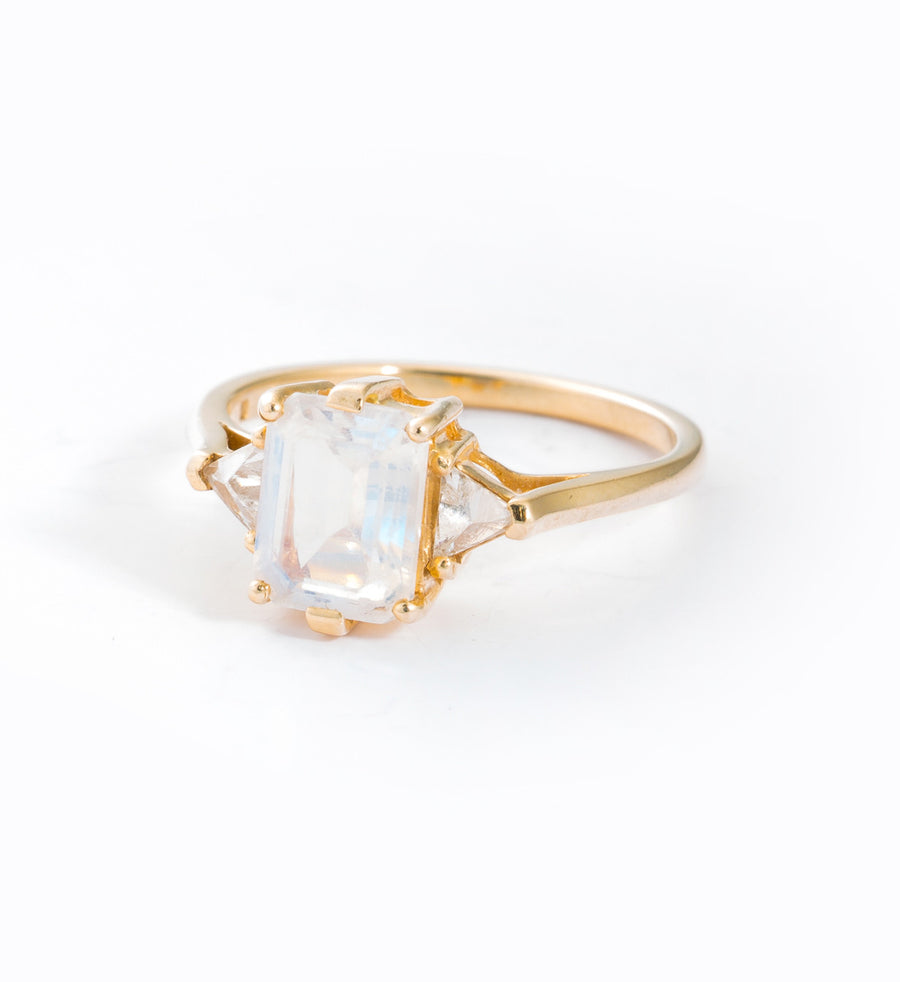 Moonstone Bea Ring: Angle