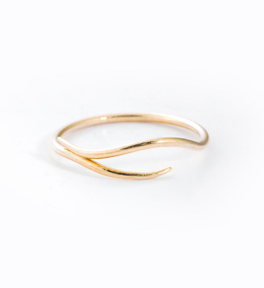 Waved Ring: Front