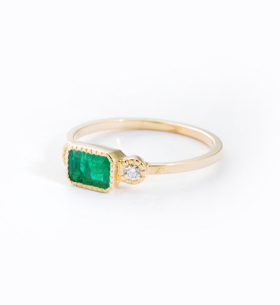 Emerald Lexie Ring: Angle