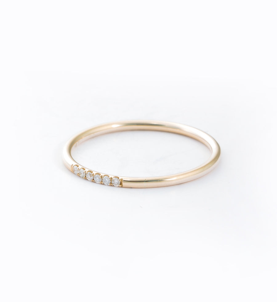 Semi Pavé Ring: Angle