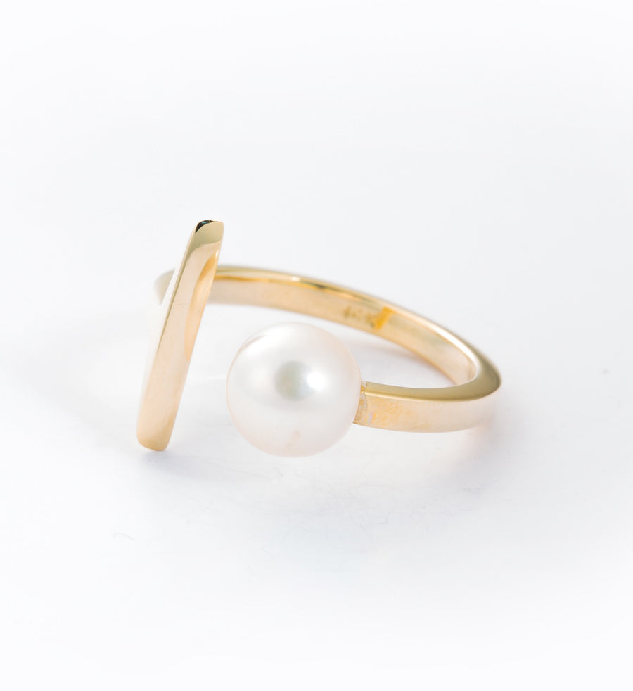 Suspended Pearl Ring: Angle