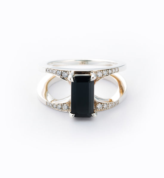 Mirage Black Ring: Front