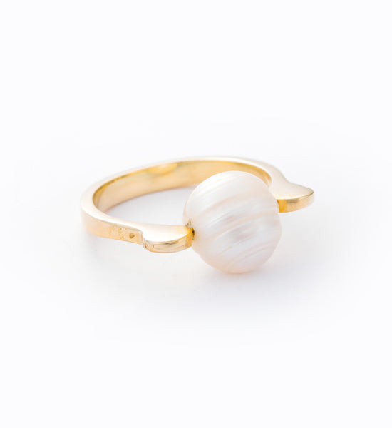 Pearl Stirrup Ring: Angle