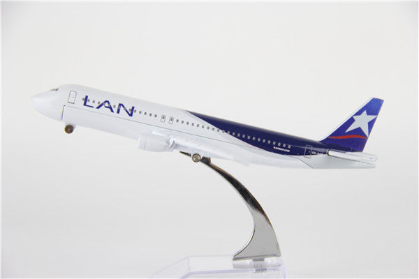 LAN Airbus A320 Airplane Model (16CM)