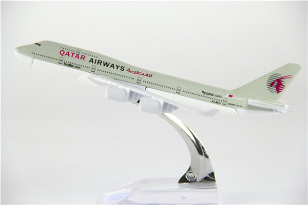 Qatar Airways Boeing 747 (Old Livery) Airplane Model (16CM)