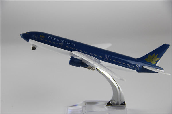 Vietnam Airlines Boeing 777 Airplane Model (16CM)