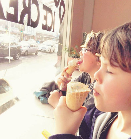 travelling with kids - icecream in hamilton