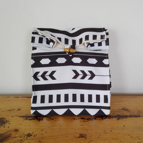 Black and White Lunch Bag, made from Eco Canvas and lined with Hemp / Organic cotton canvas.  Perfect for a waste free lunch.