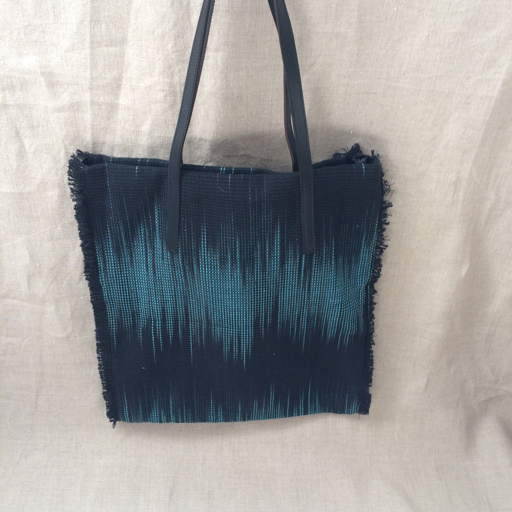 HANDBAG BLACK AND BLUE WEAVING TOTE/SAC TISSE