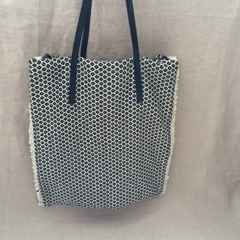 S.HANDBAG BLACK AND WHITE WEAVING TOTE