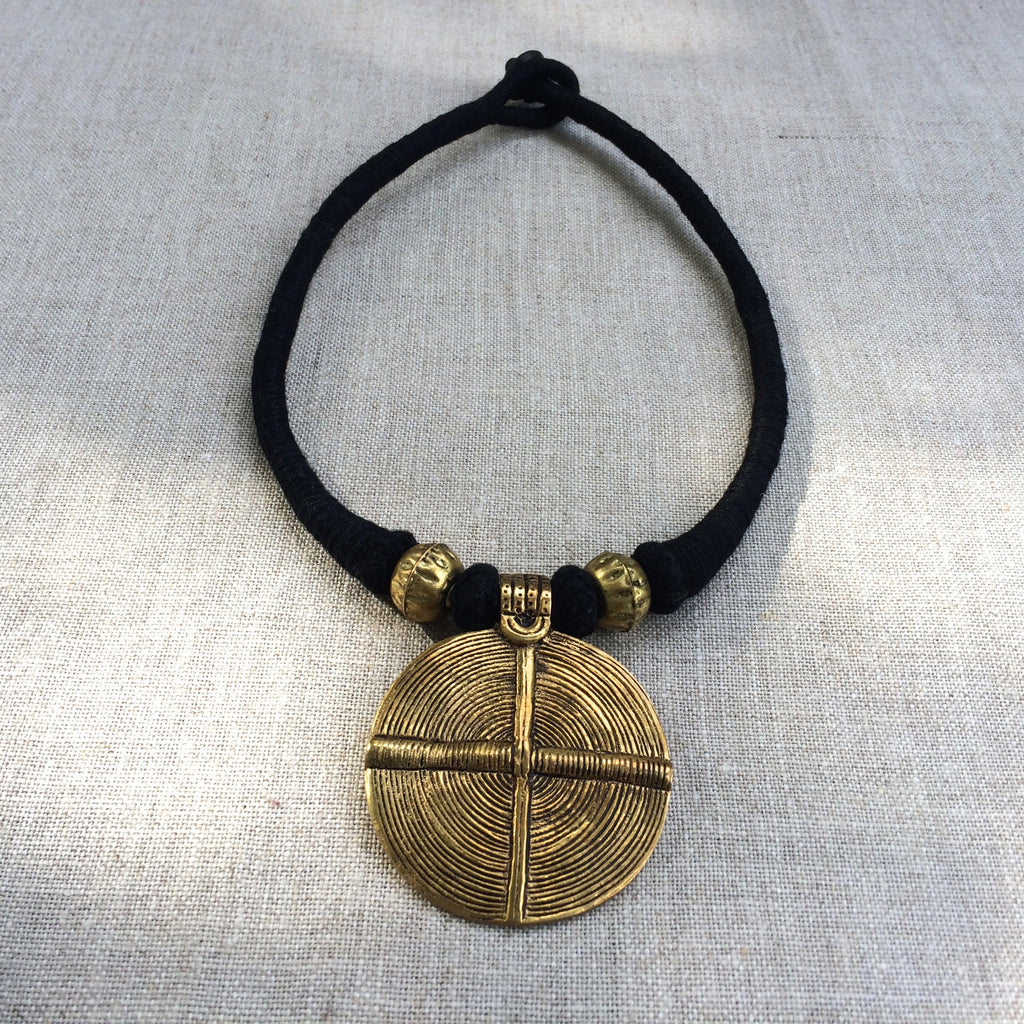 NECKLACE GOLD AND BLACK 2