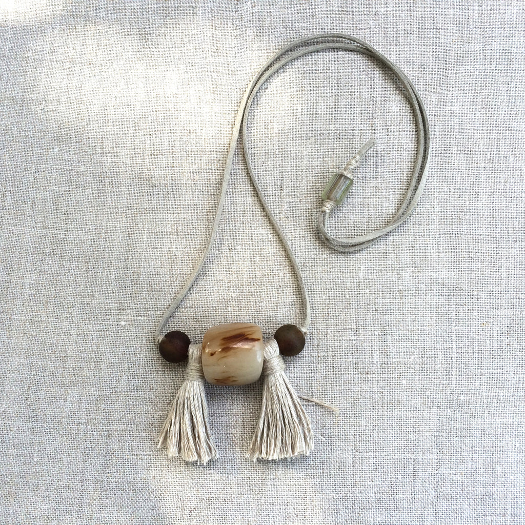 NECKLACE POMPON BEIGE