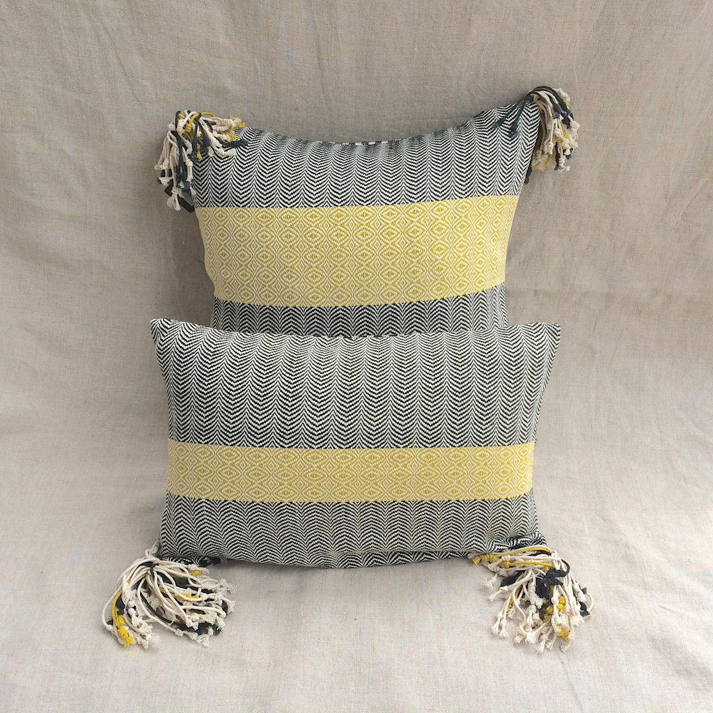 2 PILLOWS POMPON YELLOW 2 /  2 HOUSSES COUSSIN POMON 2