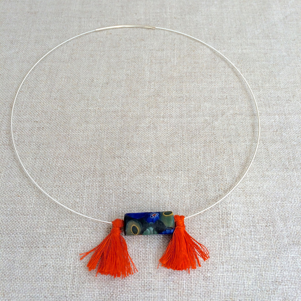 2.NECKLACE GLASS PEARL ORANGE / RAS DU COU PERLE DE VERRE ORANGE