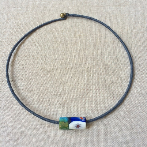 3.NECKLACE BLUE / RAS DU COU PERLE VERRE BLEU