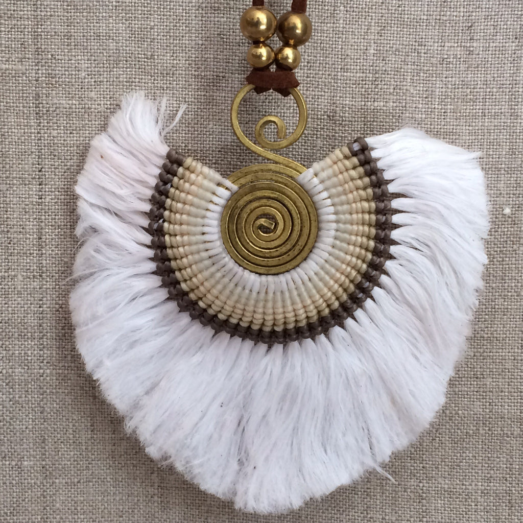 NECKLACE ETHNIC WHITE / COLLIER ETHNIC BLANC