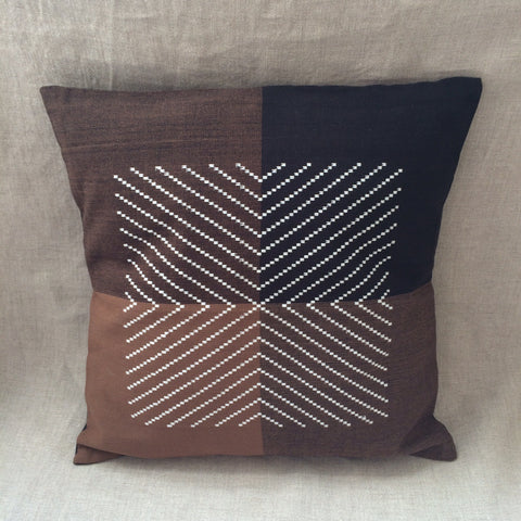 PILLOW COVER / HOUSSE COUSSIN ZIG