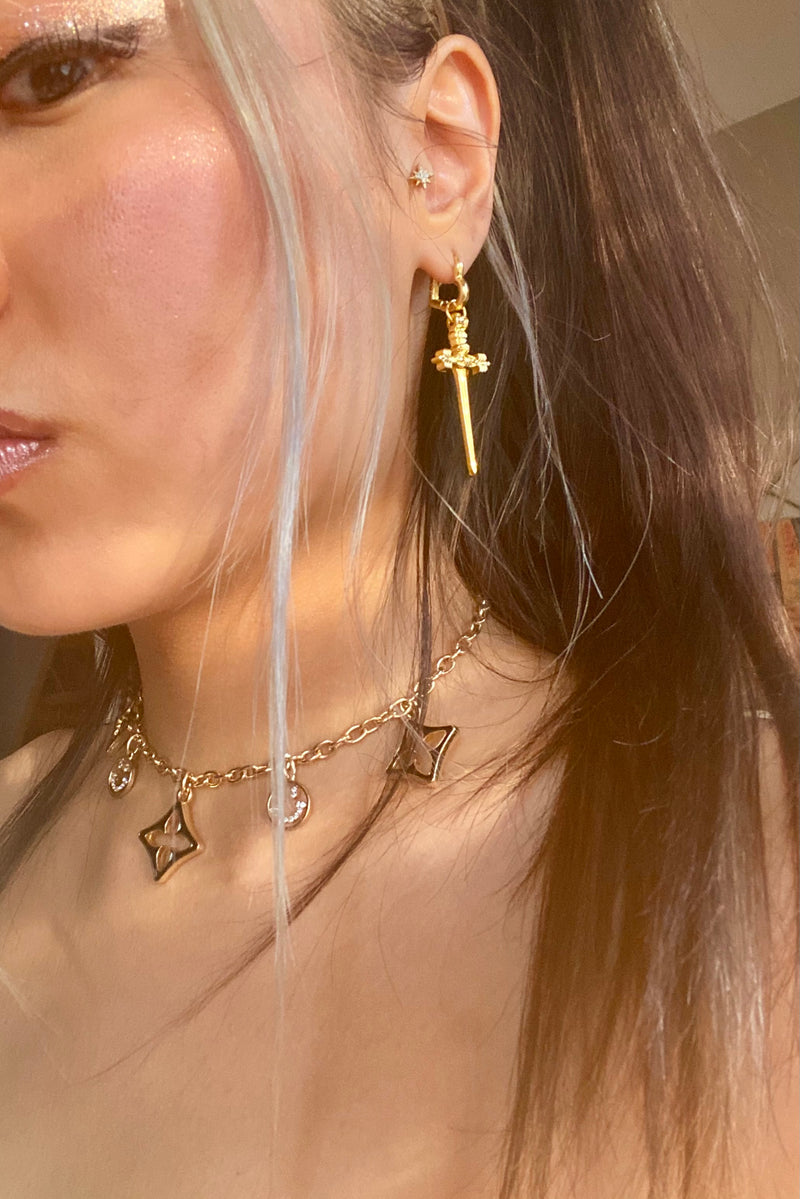 PERFECT TRUST DAGGER EARRINGS - GOLD