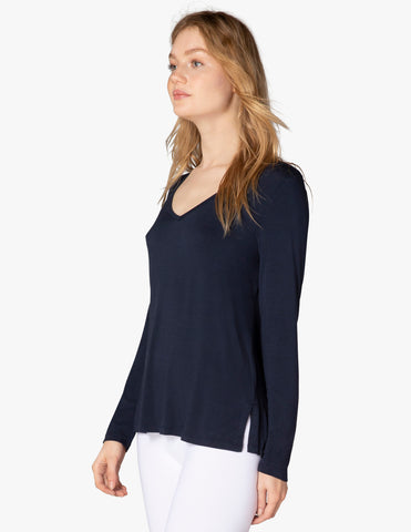 Tempting v-neck tee in nocturnal navy