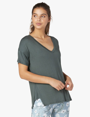 Side splits v-neck tee in dark tropic