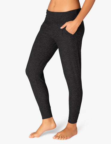 Everlasting lightweight sweatpants in black/charcoal