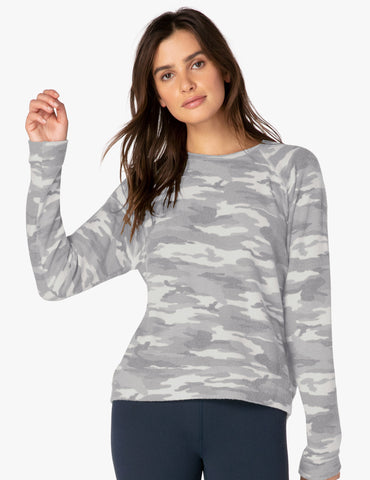Camo favorite raglan crew pullover in heather grey