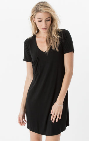 Short sleeve pocket tee dress in black