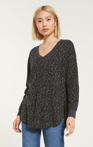 V-neck Leopard weekender top in charcoal black