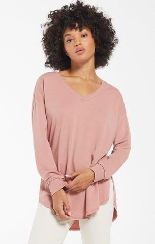 V-neck weekender top in wild rose