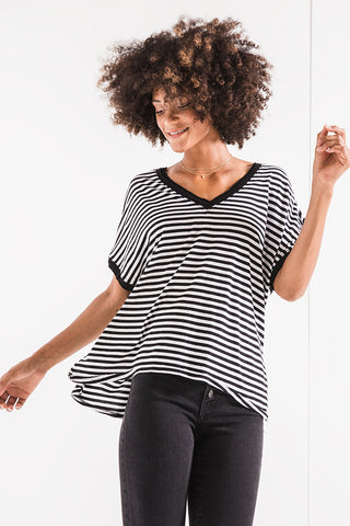 Striped boyfriend v-neck tee in black/white