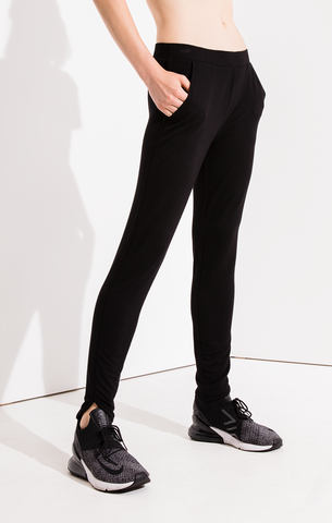 Teardrop jogger pant in black