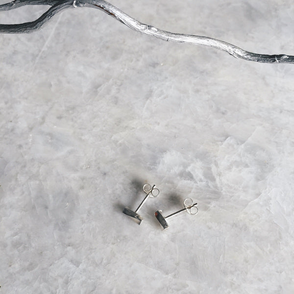 Minimal Twisted Bar Studs