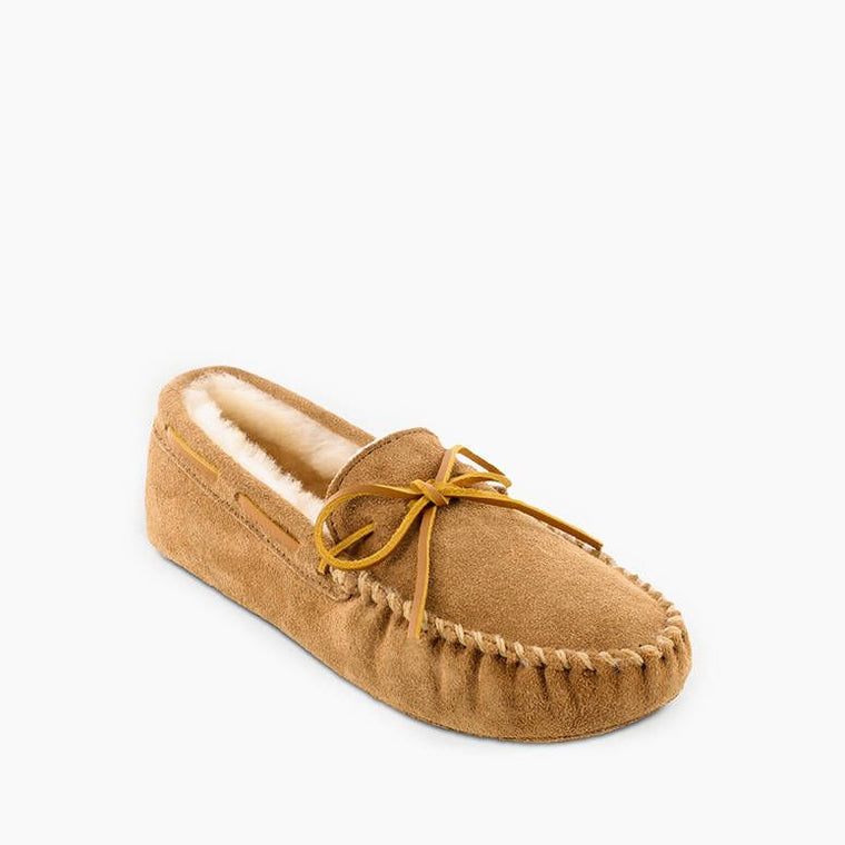 Minnetonka Men's Sheepskin Softsole Moc Slipper - Tan